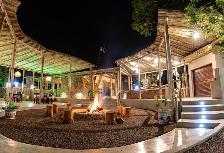 Gooderson Dumazulu Lodge & Traditional Village, Hluhluwe, Outdoor Dining