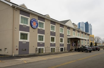 Picture of Kalika Hotel in Niagara Falls