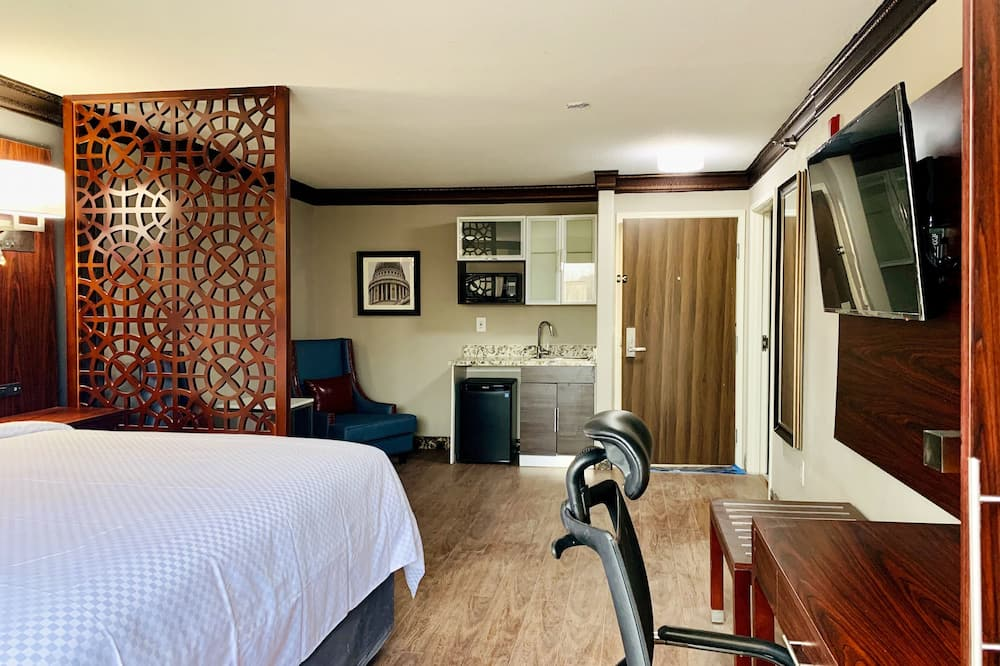 Suite, 1 King Bed with Sofa bed, Non Smoking - Living Area