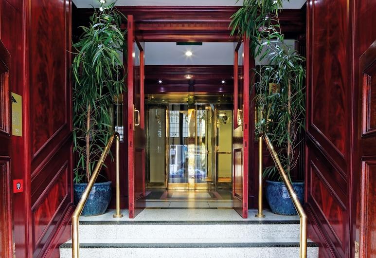 費茲羅維亞酒店, 倫敦, 酒店入口