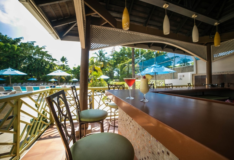 The Jamaica Pegasus Hotel, Kingston, Poolside Bar