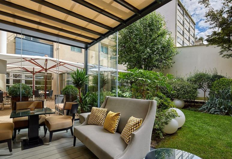 Hotel Ampere, Pariis, Hotelli baar