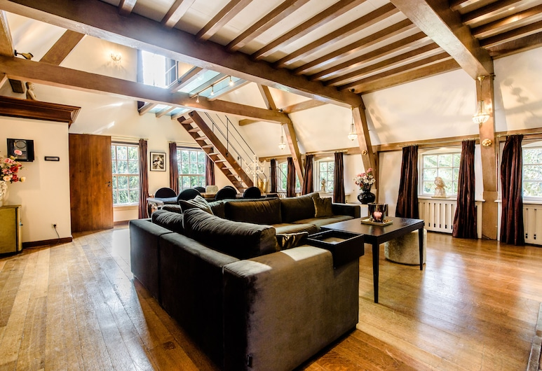 Luxury Vintage Hotel Villa Beukenhof, Oegstgeest, Royal Loft Suite, Guest Room