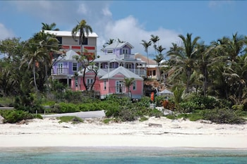 Enter your dates for our Nassau last minute prices