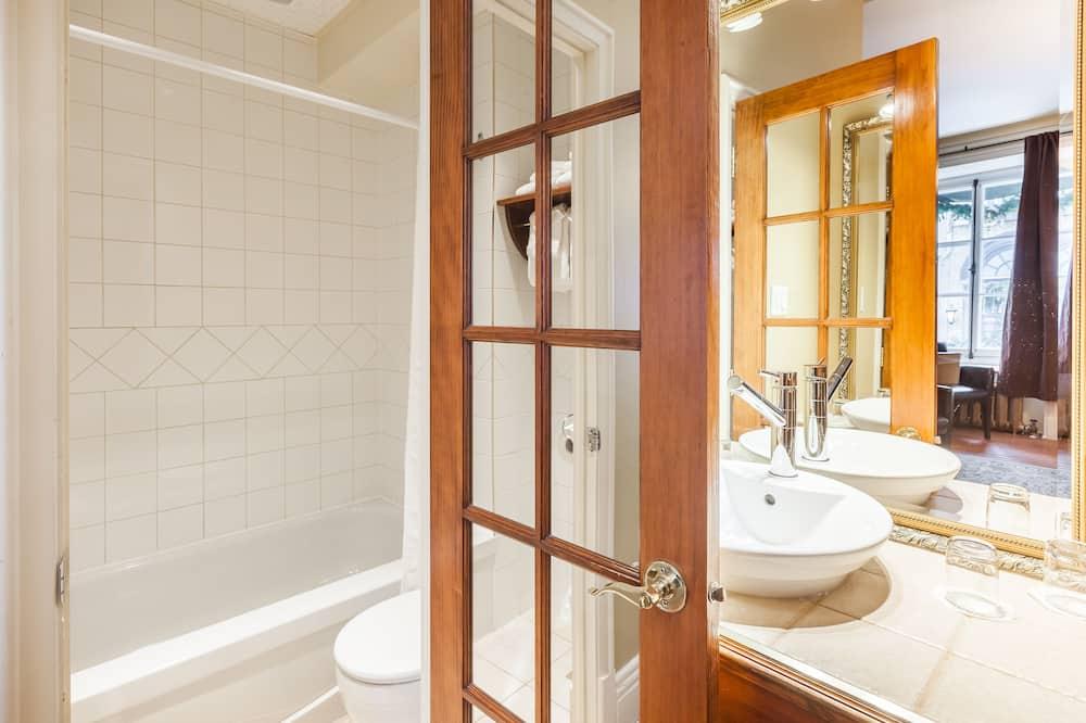 Traditionelt værelse - 2 dobbeltsenge - Badeværelse