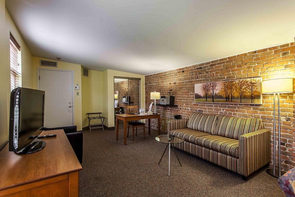 La Fontaine Junior Suite, Jetted Tub - Living Area