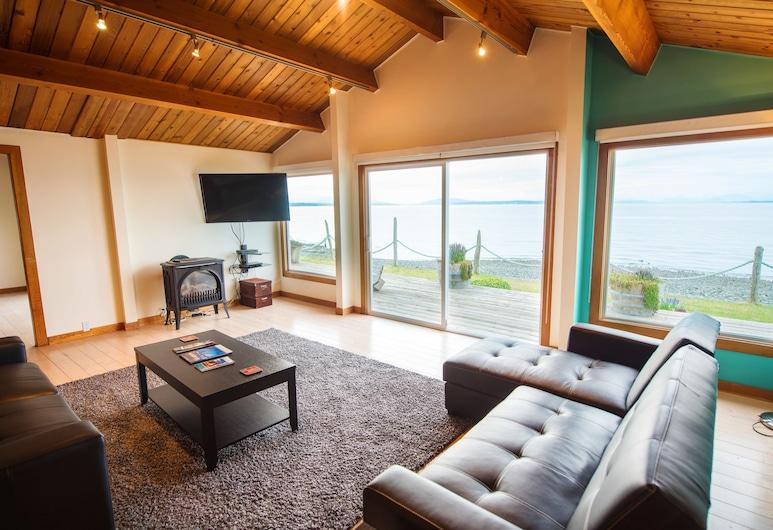 Ocean Resort, Campbell River, Romantic House, 2 Bedrooms, Ocean View, Oceanfront, Living Area
