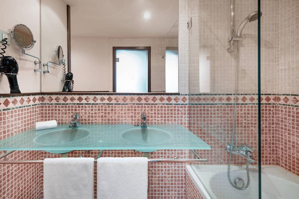 Chambre, 1 très grand lit, non-fumeurs, avec vue - Salle de bain