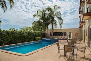 Enter your dates to get the Apodaca hotel deal