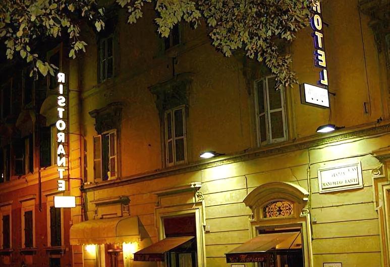 Hotel Mariano, Rím, Pohľad na hotel – večer/v noci