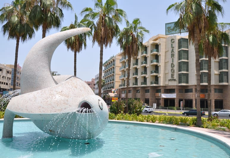 Claridge Hotel, Dubajus, Fontanas