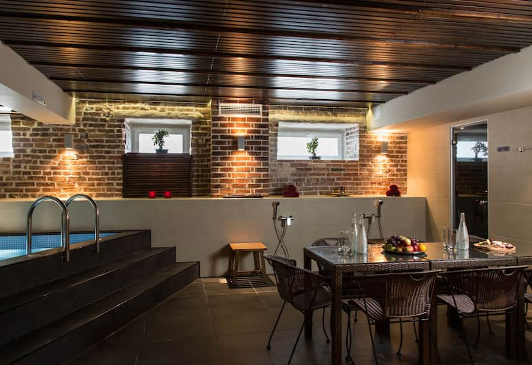 Kreutzwald Hotel Tallinn, Tallinn, Indoor Spa Tub