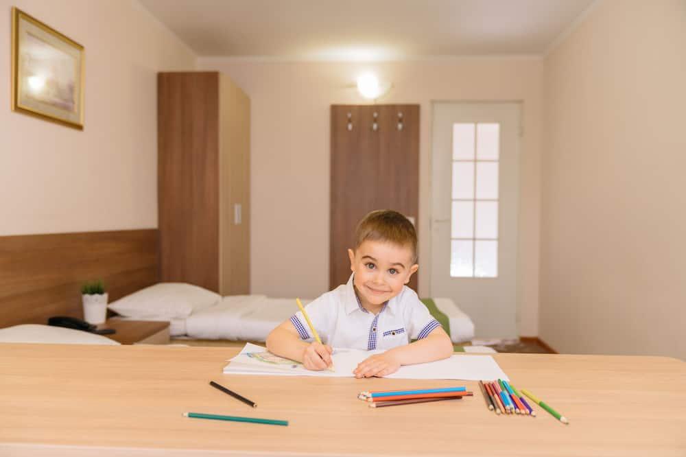 غرفة عائلية - غرفة بديكور مناسب للأطفال