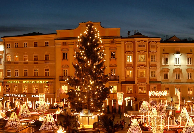 Austria Classic Hotel Wolfinger, Linz, Hotel Front – Evening/Night