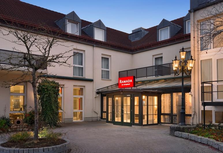 Ramada by Wyndham Muenchen Airport, Oberding, Hotel Entrance