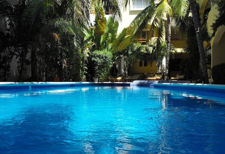 هوتل ريفيرا كاريبي مايا, شاطئ كارمن, حمّام سباحة خارجي