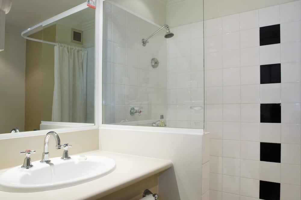 Family Interconnecting - Bathroom