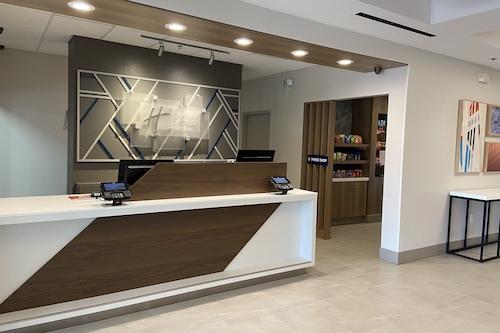 亞特蘭大約翰斯溪智選假日套房飯店/