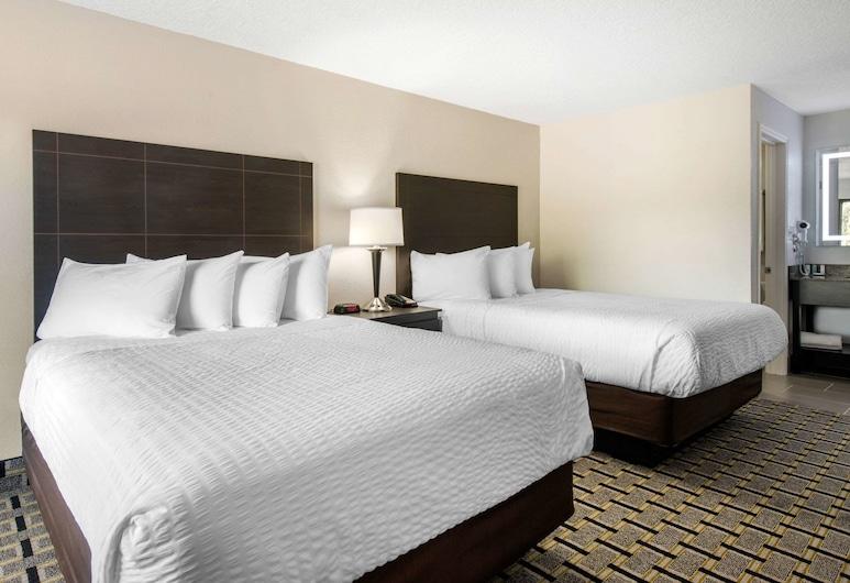 Clarion Inn & Suites Kissimmee-Lake Buena Vista South, קיסימי, סוויטה, 2 מיטות קווין, ללא עישון, חדר אורחים