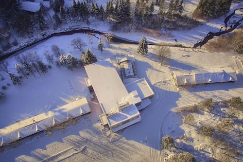 太陽滑雪旅館及套房飯店/