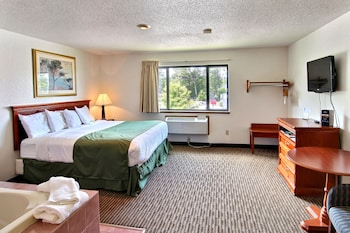 Фото Days Inn & Suites by Wyndham Traverse City у місті Траверс-Сіті