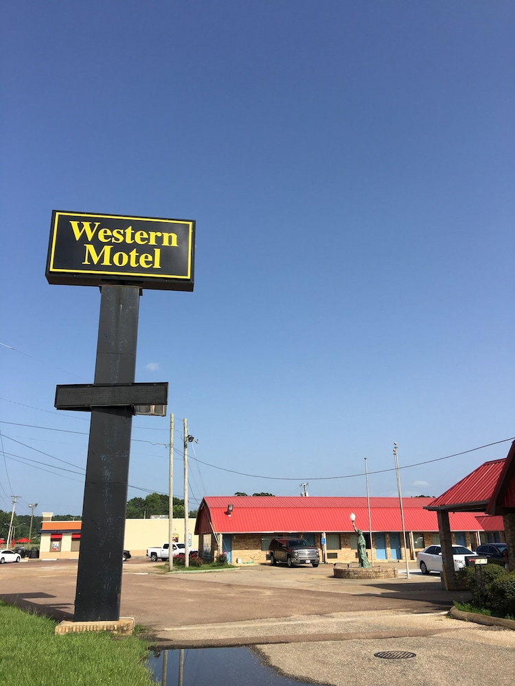 Western Motel, Magee
