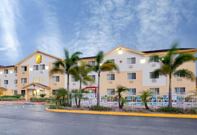 Super 8 by Wyndham Clearwater/St. Petersburg Airport, Clearwater
