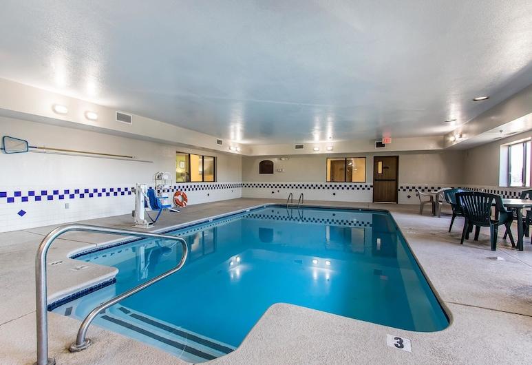 Quality Inn & Suites, La Vergne, בריכה