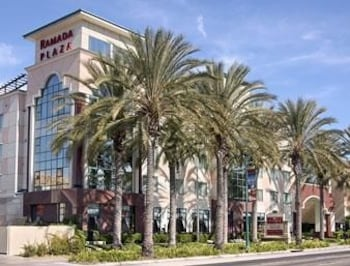 Choose This Mid-Range Hotel in Anaheim