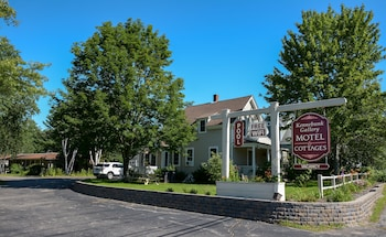 Picture of Kennebunk Gallery Motel & Cottages in Kennebunk