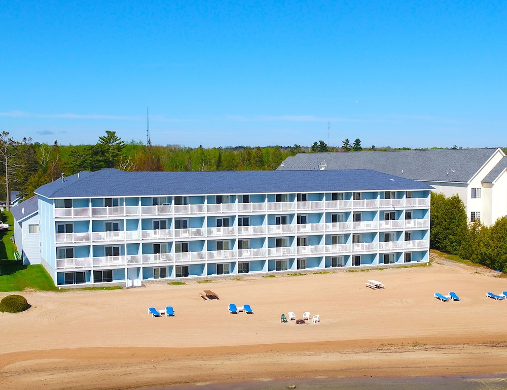 Fairview Beachfront Inn Waterpark Mackinaw City