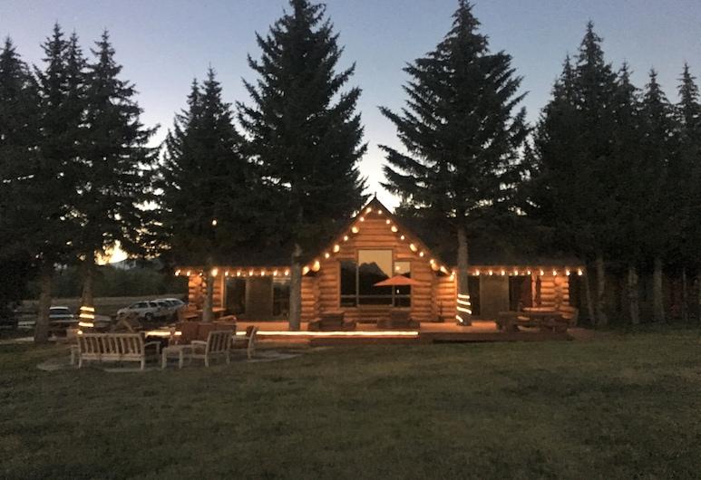Hatchet Resort, Moran