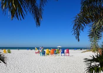 Mynd af Plaza Beach Hotel Beachfront Resort í St. Pete Beach