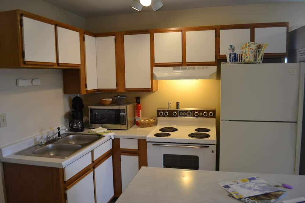 סוויטת סטנדרט, חדר שינה אחד, נוף חלקי לאוקינוס - אזור אוכל בחדר
