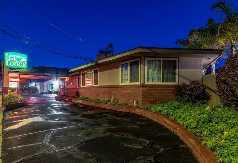 Lone Oak Lodge, Monterey, Hotelfassade