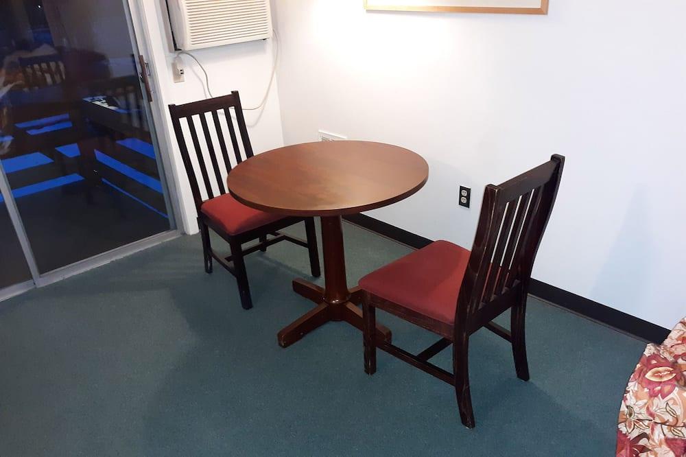 Kamer, 1 kingsize bed - Eetruimte in kamer