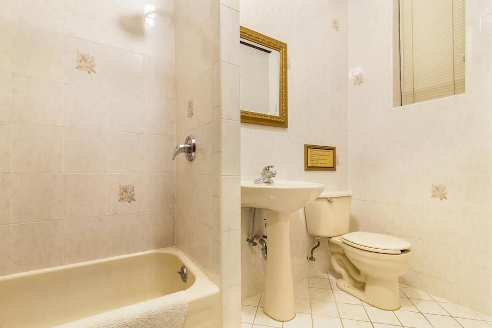 Standard-Doppelzimmer, Gemeinschaftsbad - Badezimmer