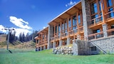 Choose this Cabin / Lodge in Sunshine - Online Room Reservations