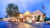 Choose This Cheap Hotel in Sharon