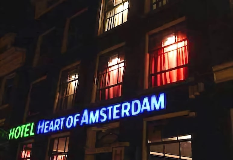 Heart Of Amsterdam - Hostel, Amsterdam, Hotelfassade am Abend/bei Nacht