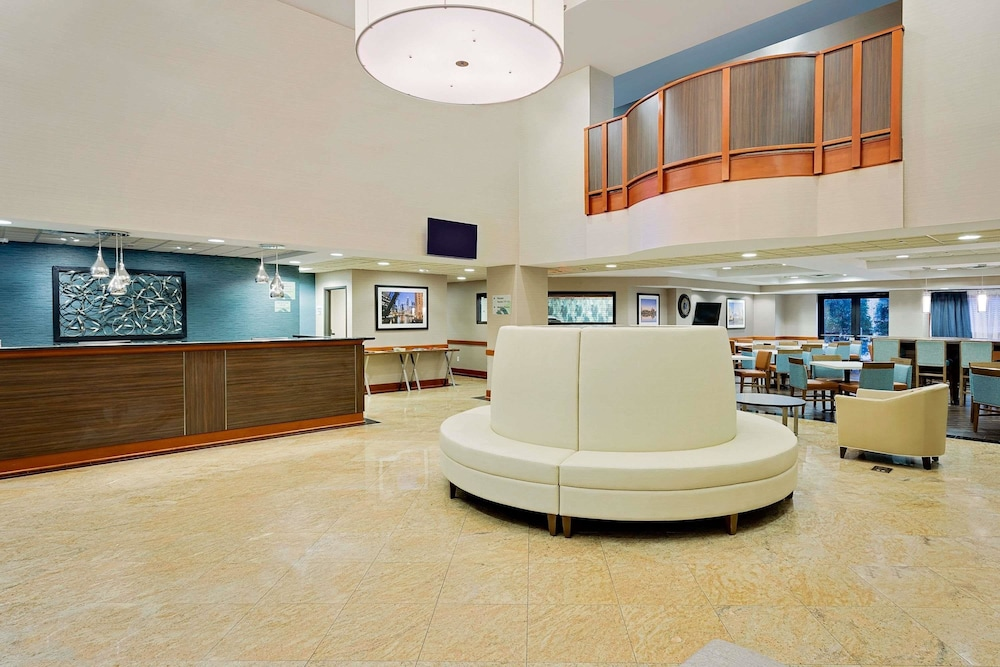 Wingate By Wyndham Arlington Heights Lobby