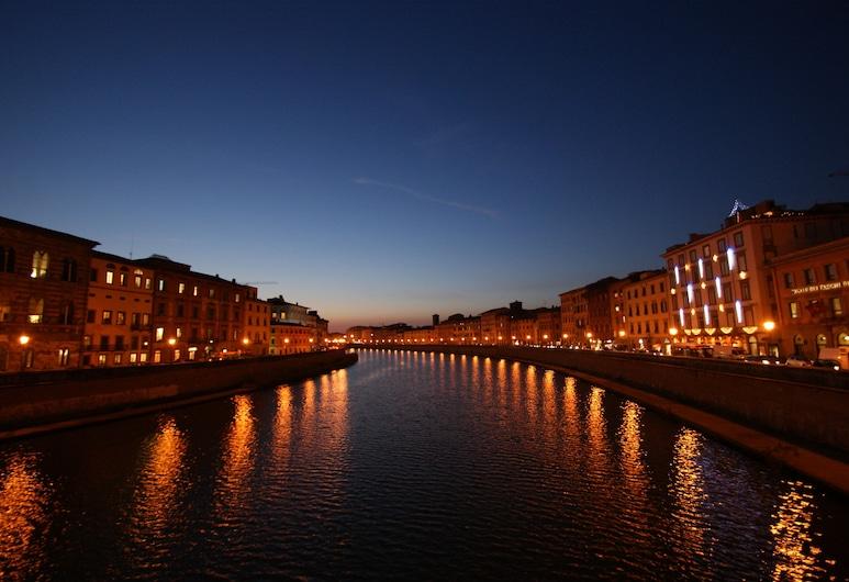 ロイヤル ビクトリア ホテル, ピサ, ホテルのフロント - 夕方 / 夜間
