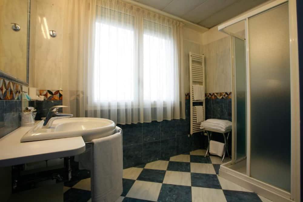 基本三人房 - 浴室