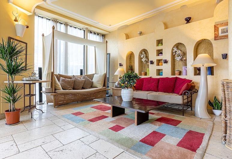 Villa Royale Montsouris, Paris, Hall