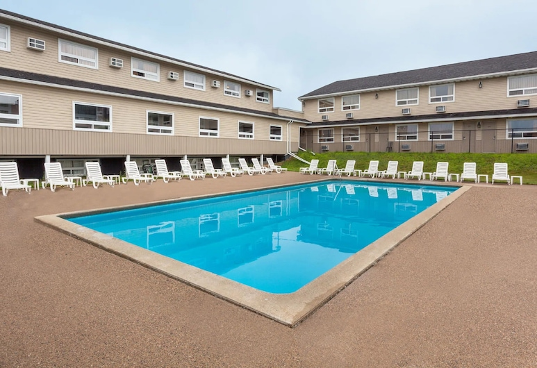 Days Inn by Wyndham Fredericton, Fredericton, Outdoor Pool