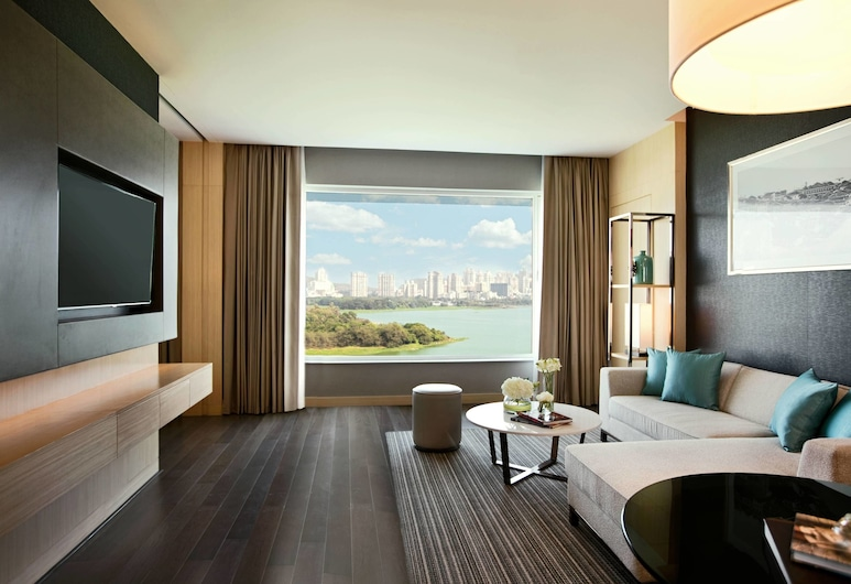 Renaissance Mumbai Convention Centre Hotel, Mumbai, Premier Suite, 1 King Bed, Non Smoking, Lake View, Guest Room