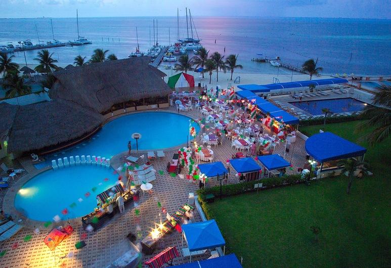 Aquamarina Beach Resort, Cancún, Piscina al aire libre