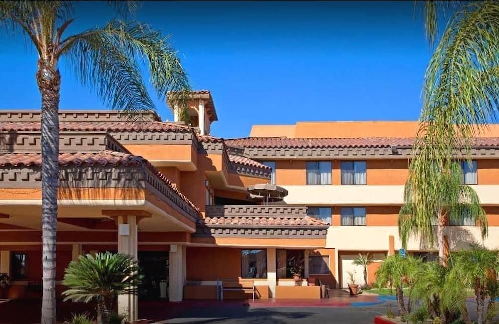 Hotel Xola Trademark Collection By Wyndham Moreno Valley