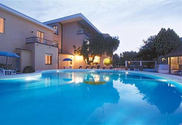 Hotel America, Camerota, Bazén