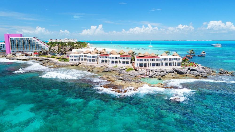 Mia Reef Isla All Inclusive Aerial View